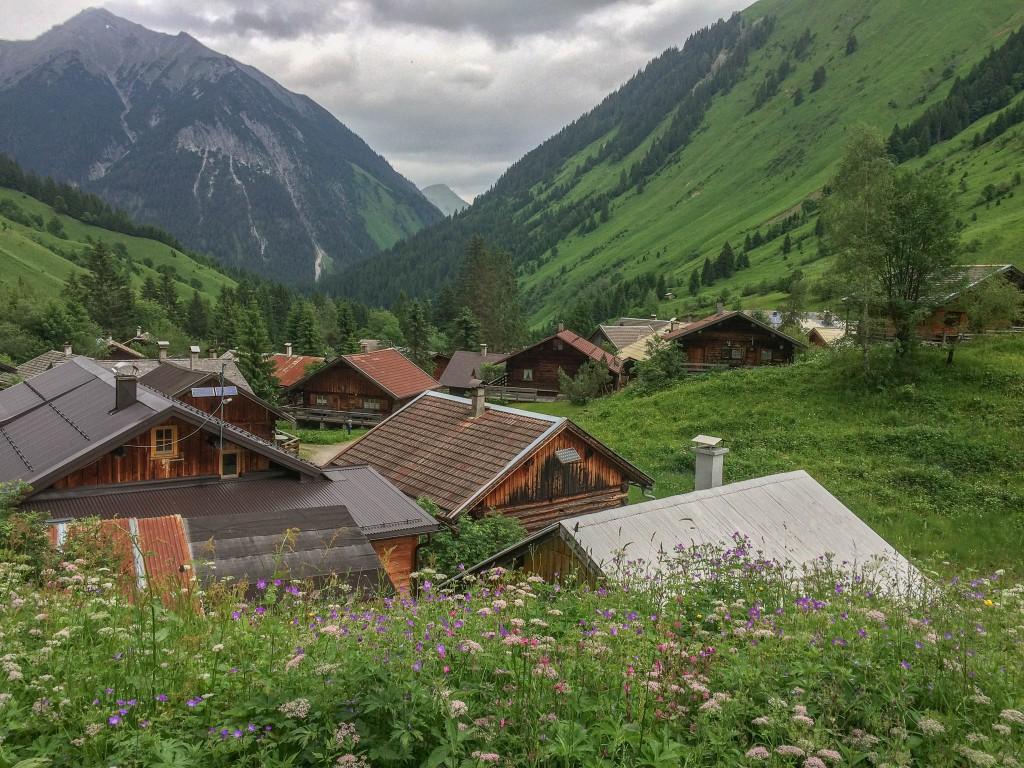Koho kdysi napadlo postavit vesničku přímo v údolí, kam se